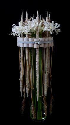 Art Floral, Floral Design, Ikebana Arrangements, Modern Flower Arrangements, Wonderful Flowers, Simple Flowers, Sogetsu Ikebana, Corporate Flowers, Mechanical Design