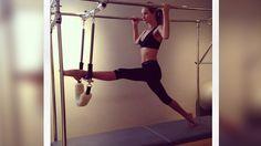 Ballett-Übungen für Anfänger! Die Britin Rosie Huntington-Whiteley weiß natürlich, wie sie ihre Modelfigur halten und gleichzeitig Spaß beim Training haben kann: Sie mixt Fitness mit Elementen aus dem Ballett, die sich einfach nachmachen lassen.