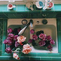 """Vintage tips: Life, style and fashion          • floralls • flowers • vintage • retro • cute • nature • roses • pale • pastel • hydrangea • daisies            — vintagepales:     """"L'amour ne périt jamais"""""""