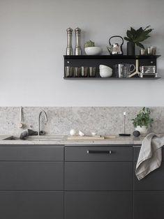 Dark grey kitchen with a natural stone top COCO LAPINE DESIGN Minimalist Kitchen Coco dark Design Grey Kitchen Lapine natural Stone Top Grey Kitchen Designs, Rustic Kitchen Design, Grey Kitchens, Cool Kitchens, Remodeled Kitchens, Luxury Kitchens, Voxtorp Ikea, Kitchen Interior, Kitchen Decor