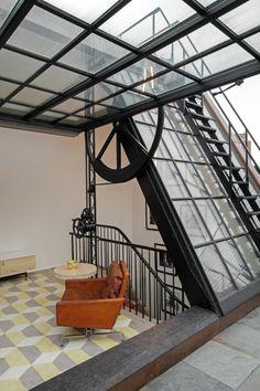 Loft dans un ancien garage automobile roubaix home for Garage automobile roubaix