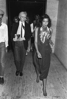 Andy Warhol y Bianca Jagger en una fiesta en el Four Seasons en Nueva York, 1976