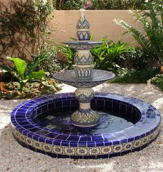 48 Stunning Outdoor Water Fountains Ideas Best For Garden Landscaping - Trendehouse 48 Stunning Outd Water Fountain Design, Patio Fountain, Fountain Ideas, Moroccan Garden, Moroccan Style, Spanish Garden, Spanish Patio, Water Garden, Water Features