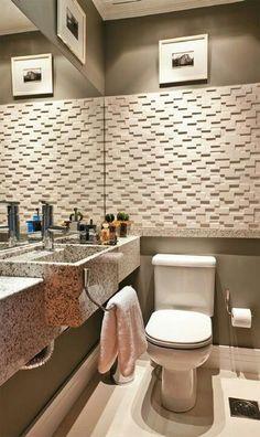 lavabo com cor escura a se definida com parede revestida em relevo e espelho parede da bancada inteira.