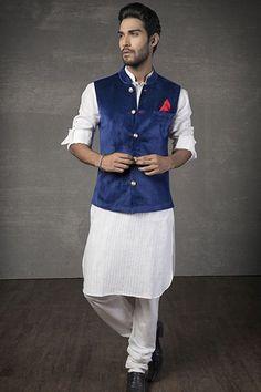 DE Admirable White And Black Nehru Jacket Indo Western Mens Indian Wear, Mens Ethnic Wear, Indian Men Fashion, Men's Fashion, Groom Fashion, Ethnic Fashion, Engagement Dress For Men, Wedding Dress Men, Wedding Suits