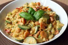 Gemüsepfanne mit Erdnuss-Basilikum-Soße