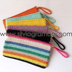 Mais fotos dessas lindezas  Clutch em crochê. . Encomendas através do Whatsapp 11 96541-0255 . #clutch #crochê #clutchemcroche #amocroche #lovecrochet #crochet #ganchillo #artesanato #acessórios #bolsadecroche #bolsademao #amobolsa #amoartesanato #instacrochet #artesanatobrasil #colorido