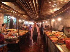 Me fascina de Asia poder comer a cualquiera hora y casi que en cualquier lugar deliciosa comida en la calle! En este caso fue en Luang Prabang en Laos donde pude saborear un montón de variedad de platos vegetarianos tantos que la gula se apoderó de mi y acabé llenísima!