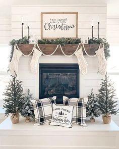 Christmas Farm, Christmas Mantels, Farmhouse Christmas Decor, Merry Little Christmas, Christmas Holidays, White Christmas, Christmas Tree Ideas, Christmas Decir, Modern Christmas Decor