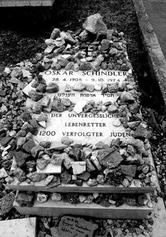 Oskar Schindler tumba  not a bad guy but a very good guy defeating the bad cguys grave