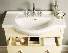 Shallow Depth Farmhouse Sink : Above view of narrow-depth Empire sink bowl -- very narrow