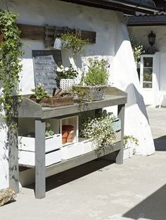Charming Outdoor Garden Potting Table Design - Decorate Your Home Garden Table, Garden Pots, Outdoor Plant Table, Garden Sheds, Potting Station, Potting Tables, Outdoor Potting Bench, Outdoor Benches, Outdoor Ideas