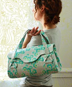 Quality Sewing Tutorials: Blossom Handbag/Shoulder Bag pattern by Amy Butler Sewing Patterns Free, Free Sewing, Sewing Tutorials, Sewing Projects, Free Pattern, Bag Tutorials, Pattern Sewing, Sewing Crafts, Tutorial Sewing