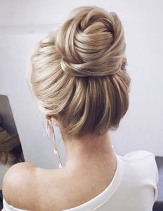 Featured Hairstyle: Lena Bogucharskaya; www.instagram.com/lenabogucharskaya; Wedding hairstyles ideas.