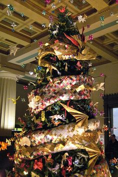 The Origami Holiday Tree at the American Museum of Natural History (new york city) #lulusholiday