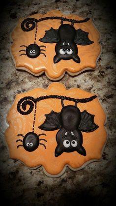 Bat cookies by Stella's Sugar Shack; spider Bat cookies by Stella's Sugar Shack; Halloween Snacks, Dessert Halloween, Halloween Goodies, Halloween Spider, Samhain Halloween, Fall Cookies, Iced Cookies, Cute Cookies, Holiday Cookies