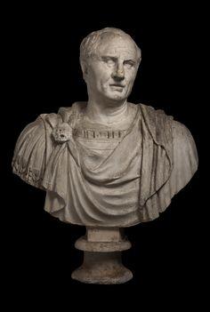 """Busto in gesso, XVI secolo, raffigurante """"Cicerone"""", altezza cm 95. Per info: info@antichitagiglio.it"""