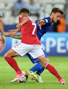 Italy's defender Daniele Rugani (L) and Denmark's midfielder Andrew Hjulsager vie for the ball during the UEFA U-21 European Championship Group C football match Denmark v Italy in Krakow, Poland on June 18, 2017. / AFP PHOTO / JANEK SKARZYNSKI