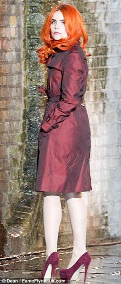 Paloma Faith looks under the weather as she films her new music video Paloma Faith, Vs Angels, Faith In Love, Gorgeous Women, Beautiful, New Music, Redheads, Trench, Cute Girls