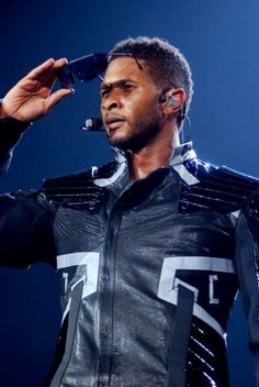 Usher wearing a Sensaphonics 3MAX in-ear monitor