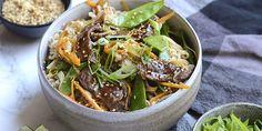 Hurtig og lækker ret i wok med oksekød og grøntsager, der får masser af smag fra den skønne marinade og serveres med nudler.