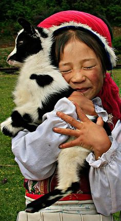 TOP 10 Heartwarming Photos Of Children With Their Pets - Page 2 of 8 - Top Inspired Baby Animals, Cute Animals, Wild Animals, Amor Animal, Mundo Animal, China Girl, China China, Tier Fotos, Baby Goats
