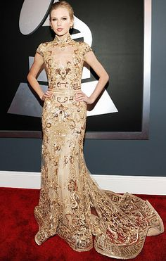 Tay Tay Swift. Looking lovely in Suhair Murad. Grammys 2012.