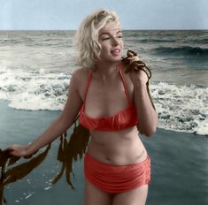 marilyn monroe: photo: george barris* santa monica beach, july 1962