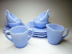 Jadeite green and Delphite blue dishes originated much earlier than the (actually they are a type of depression glass) Vintage Kitchenware, Vintage Dishes, Vintage Glassware, Vintage Pyrex, Blue Dishes, Glass Dishes, Blue Kitchen Decor, Kitchen Ware, Glass Kitchen