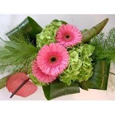 Ondernemend in bloemschikken op de markt .