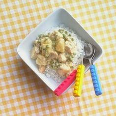 Deze curry is lekker zacht van smaak. Met ananas, kip en doperwten. Lekker recept voor kinderen! http://dekinderkookshop.nl/recepten-voor-kinderen/kip-curry-met-ananas/