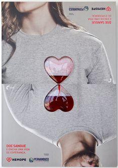 """The 360º Blood Poster   No Brasil, a cada dois minutos, uma pessoa precisa de doação de sangue. E para tentar minimizar os níveis baixos do estoque de sangue no Hemope – Hemocentro de Pernambuco – e incentivar a doação, a agência Blackninja desenvolveu esse criativo cartaz com corações de acrílico e um líquido que simula o sangue. Ao girar, o líquido passa de uma pessoa para a outra, reforçando o conceito: """"Doe Sangue e encha uma vida de esperança."""""""
