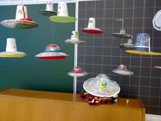 ufo maybe /sp/ spaceship! Craft Projects For Kids, Diy Crafts For Kids, Space Activities, Activities For Kids, Space Theme, Space Party, Sistema Solar, Summer Camp Themes, Creative Arts And Crafts