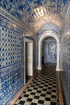 En prendre plein les yeux - Azulejos (blue tiles) at the chapel of the Convent d'Alcobaça, Portugal Delft, Blue Tiles, White Tiles, Portuguese Tiles, Spain And Portugal, Place Of Worship, Algarve, Mosaic Tiles, Cement Tiles