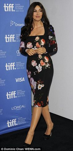 Monica Bellucci looks bloomin' lovely as she shows off her killer curves in a floral print dress Monica Bellucci, Old Hollywood Hair, Shirtwaist Dress, Most Beautiful Women, Beautiful Legs, Pretty Outfits, Pretty Clothes, L'oréal Paris, Hot Brunette