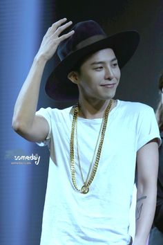 G Dragon, sweetheart, I will murder whoever told you that hat looked good.