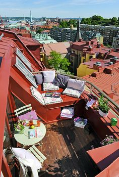 Terrace design pictures for your attention - roof terrace planting white furniture sitting areas Informations About Terrassengestaltung Bilder zu - Outdoor Spaces, Outdoor Living, Outdoor Balcony, Terrace Design, Rooftop Design, Garden Design, Rooftop Terrace, Rooftop Lounge, Picture Design