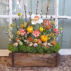 Öppettider Påskvecka Floral Wreath, Easter, Wreaths, Art Floral, Instagram, Home Decor, Flowers, Flower Crown, Decoration Home