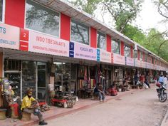 Janpath Market is people's market as it does not pinch anybody's pocket. Its a must visit place for shopping.