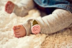 Ruffles are in. Rosettes are in. Are you tired of them yet? I'm not...hence todays little diy project: make your own pretty little baby legs...
