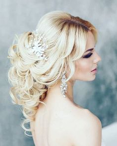 Wedding Hair styles  Dicas  Magníficos Penteados  #estilistagiosantos #weddingday #weddingfoto #bridaldress #casamento #engaged #topbride #bridal #noiva #weddingdress #modanoiva #blogger #Wedding #bride #elance #bodas #married #fashionjob #topbride #sonho #dream #love #lifestyle #vestidodenoiva #noivas #vestidodossonhos #hautecouture #pentados #bridalhair #weddinghair #penteadosnoivas
