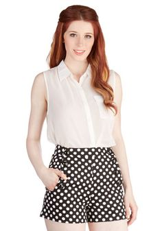 Today you woke up in a cheerful mood - and in an effort to make your delight evident, you paired these black, white-dotted shorts with your shining smile. Retro Outfits, Cool Outfits, New Dress, Dress Up, Polka Dot Shorts, Polka Dots, Ginger Girls, Vintage Shorts, Cute Skirts