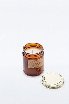 P.F. Candle Co. - Bougie au soja parfum ambre et mousse