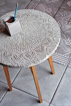 Crafting with concrete - making creative ideas for yourself- Basteln mit Beton – kreative Ideen zum selber machen coffee table made of concrete tinker with concrete - Cement Art, Concrete Crafts, Concrete Art, Concrete Design, Concrete Casting, Stamped Concrete, Concrete Planters, Concrete Furniture, Diy Furniture