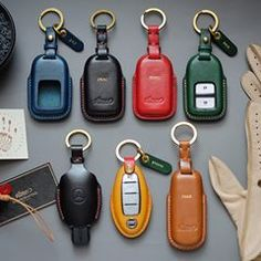Handmade leather car key case with name stamping service.(made to order) Thank you for your support. #Vitmehandcraft #Handmade #Carkeys #Honda #Mercedesbenz #Mazda #Nissan