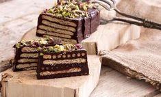 Μια καταπληκτική συνταγή που θα σας ξετρελάνει.. Υλικά: 200γρ.μπισκότα Πτι Μπερ ψιλοκομμένα φιστίκια για γαρνίρισμα Υλικά για τη γκανάζ: 1 κουβερτούρα Nestle Dessert 65% Κακάο (200γρ.) 170γρ. κρέμα γάλακτος 35% λιπαρά 1 κ.γ. καφέ στιγμής σκόνη Υλικά για το προαιρετικό υγρό στο οποίο μουσκεύουμε τα μπισκότα: 100γρ. τσάι υβίσκου
