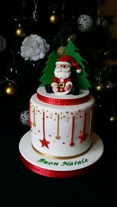 29 Beautiful Christmas Cake Decoration Ideas and Design Examples; Christmas Themed Cake, Christmas Cake Designs, Christmas Wedding Cakes, Christmas Cake Decorations, Christmas Cupcakes, Christmas Sweets, Holiday Cakes, Noel Christmas, Christmas Baking