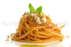Spaghetti con crema di pomodori disidratati, burrata, olio al basilico e croccante di pane all'aglio e basilico