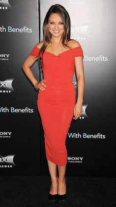 Style File: Mila Kunis' Best Red Carpet Looks Ever - In Lanvin, 2011 from - Celebrity Style Week: Celebrity Style Fashion and Latest Trends Mila Kunis Style, Mila Kunis Body, Versace Gown, Gown Pictures, Dior Dress, Chiffon Gown, Red Carpet Looks, Lanvin, Celebrity Style