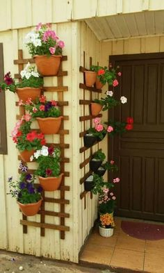 Legend Transform terracotta pots into a vertical garden … - Diy Garden Projects Diy Garden, Balcony Garden, Garden Projects, Garden Pots, Garden Ideas, Garden Pallet, Balcony Ideas, Outdoor Projects, Garden Shade
